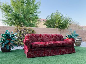 BEAUTIFUL LIVING ROOM SET ( GENTLY USED 🥰👌🏻 ) FREE DELIVERY 🚛 FIRM PRICE $1250 ( RED COLOR ) SMOKE/PETS FREE 🥰 Thumbnail