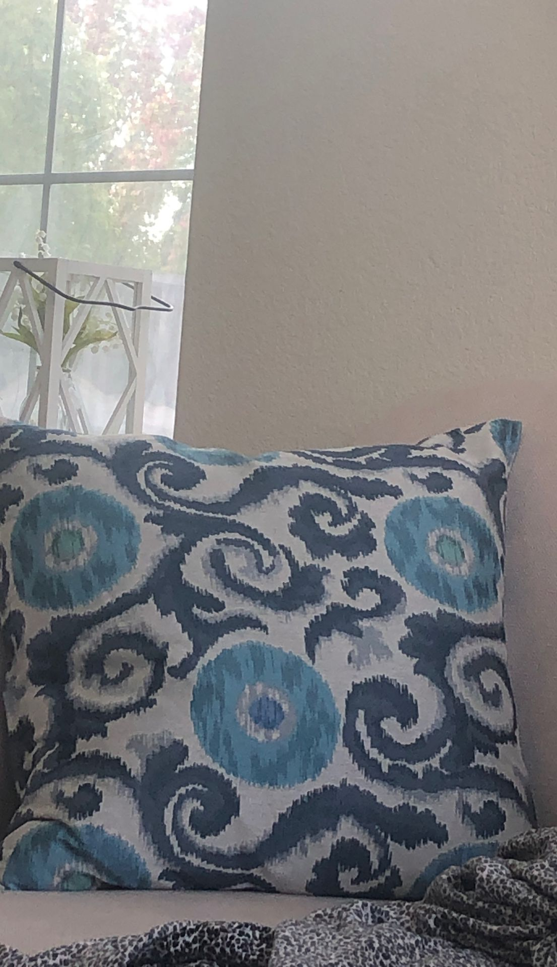Set of two large pillows