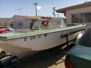 Crestliner motorized fishing boat for Sale in Las Vegas, NV