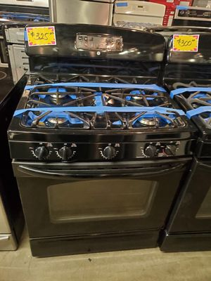 Photo GE five burners gas stove in black excellent conditions four months warranty