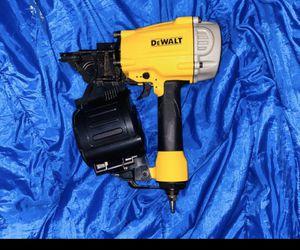 Photo DeWALT DWF83C 3-1/4 15-Degree Adjustable Pneumatic Coil Framing Nailer
