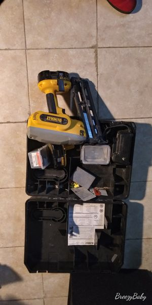 Photo 18v battery power Dewalt nail Gun