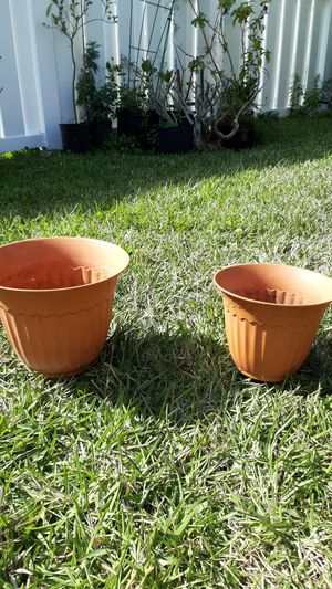 Photo Pair of small plastic planters for $3