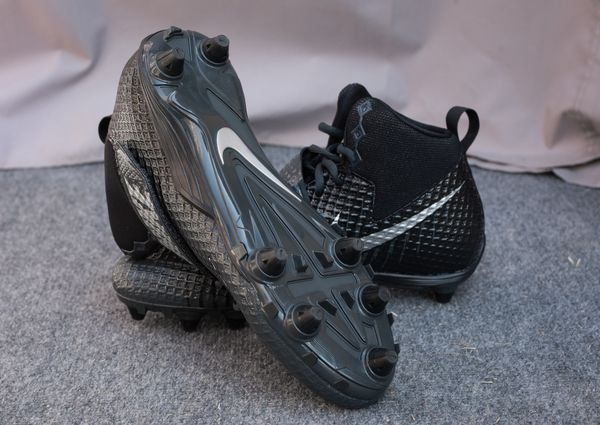 differently 9b604 36146 Nike Lunarbeast Strike Pro Football Cleats