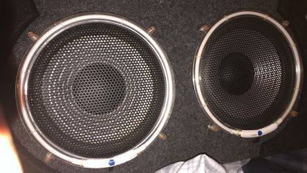 2 voice speakers for sale with box Thumbnail