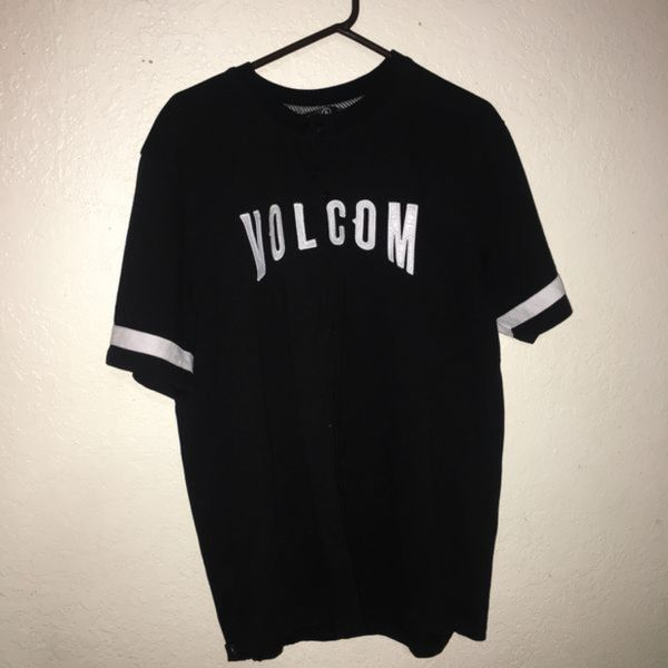 530eda05692 Volcom button up T shirt size XL purchased from Tilly s for 60  (Clothing    Shoes) in Saratoga