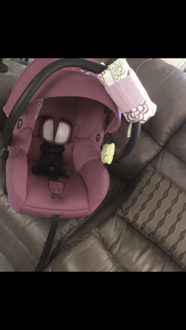 Pink Maxi Cosi Car Seat With Base And Infant Carrier For Sale In Hialeah FL
