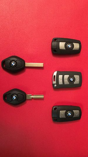Car keys/key programer/car remotes/key fob/bmw keys/mercedes keys/porshe keys/nissan keys/toyota keys/dodge keys/remote programing/locksmith/ for Sale in Woodbridge, VA