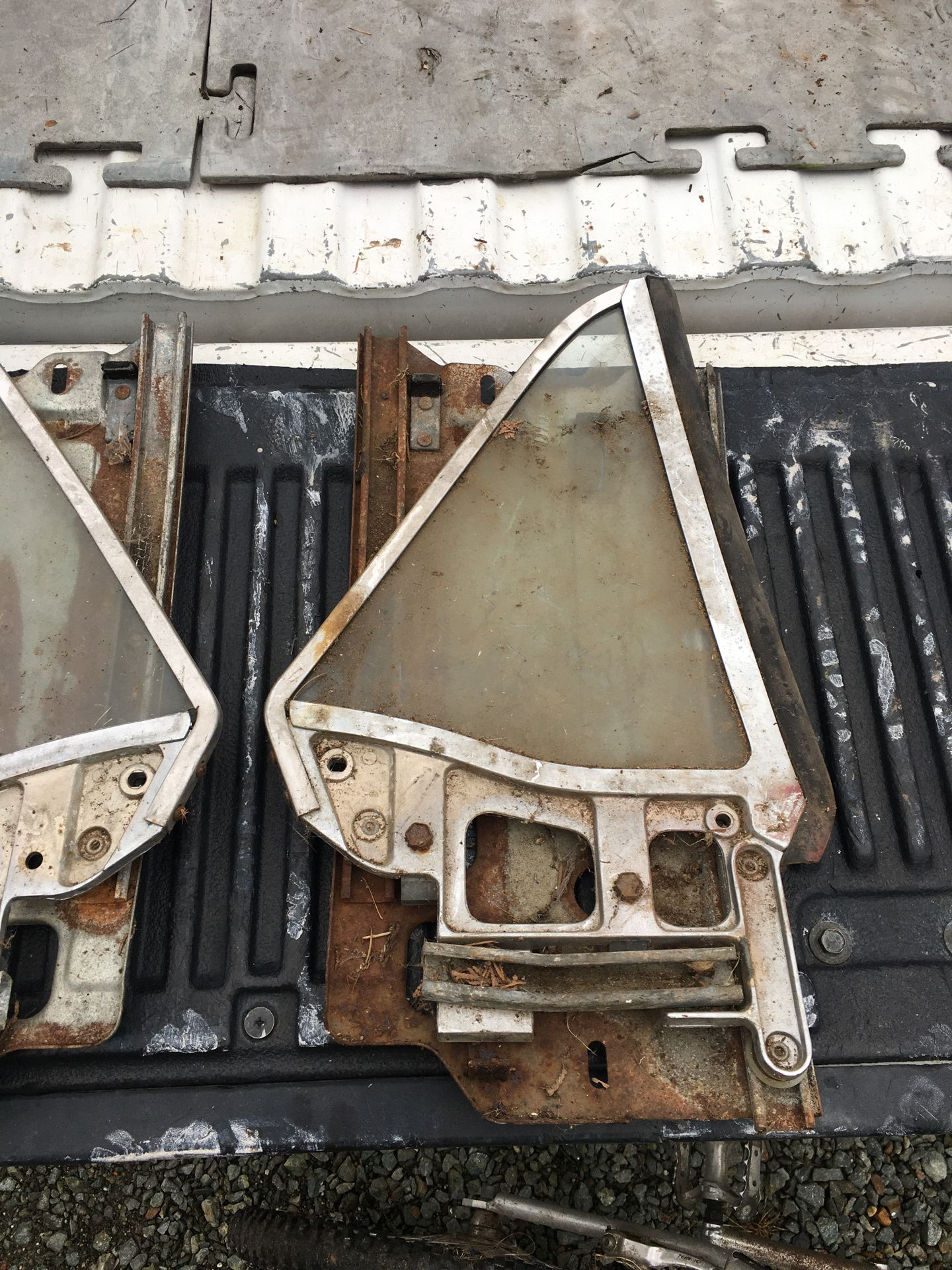 1960s Ford Mustang rear windows
