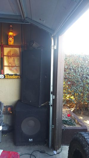 """Used American audio 2 15"""" Marathon speakers and 4 12"""" b2 professional. 500.00 or best offier for Sale in Highland, CA"""