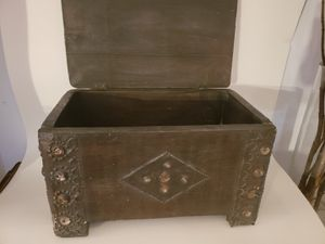 Old wood box with lid Anthropologie for Sale in Orlando, FL