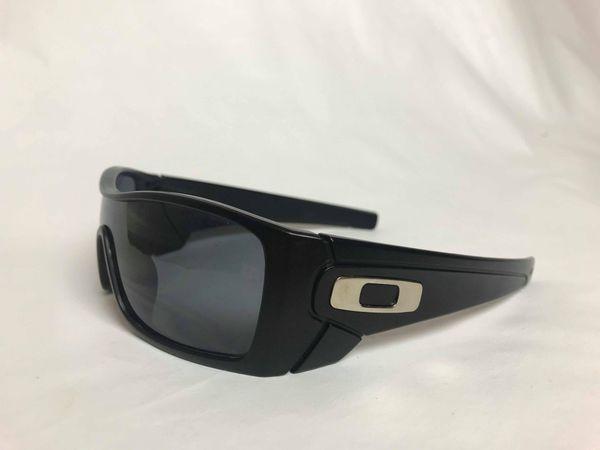 d5f2b7c0151 Oakley Batwolf sunglasses black sunglasses with chrome Oakley symbol for  Sale in Austin