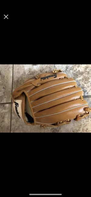 Baseball glove for Sale in Mount Airy, MD