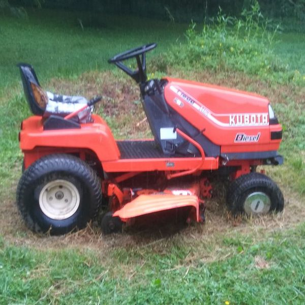 Kubota Lawn Tractor >> Kubota Hst T1600 Lawn Tractor With 44 Kubota Mower Deck For Sale In Bristol Tn Offerup