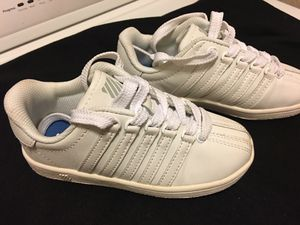 Photo K Swiss tennis shoes ( size 11 children) like new