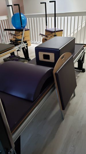 Photo Stott Rehab pilates V2Max Reformer and Split Pedal chair with all accessories