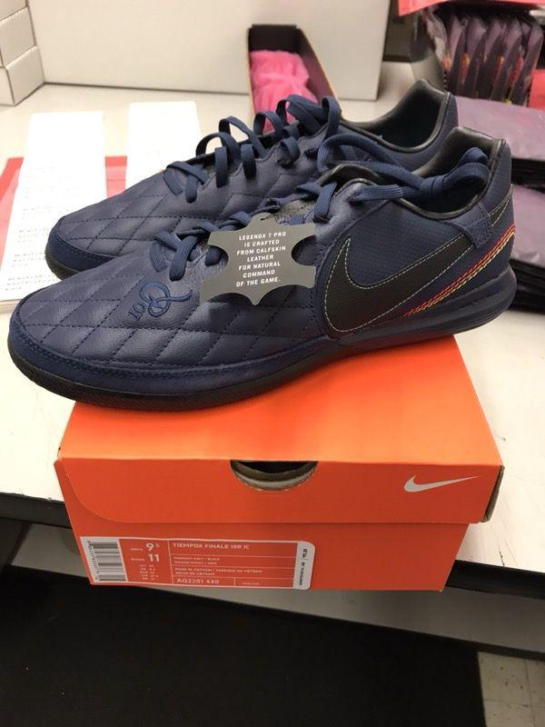 407459dfffe116 Nike Ronaldinho Tiempox indoor soccer shoes size 9.5 for Sale in San Jose