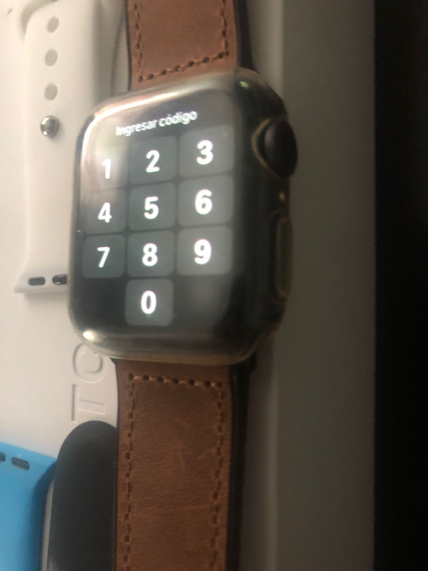 Apple Watch series 5 (gps and cellular)