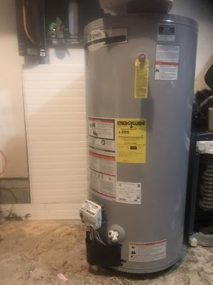 Photo Brand new 40 gallon water heaters gas 350$