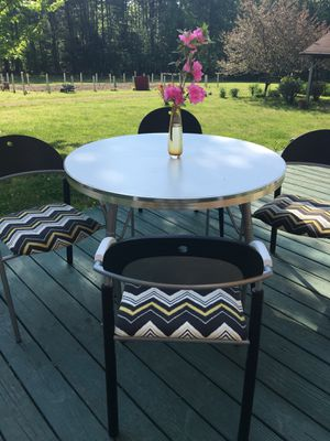 Dining Table 4 chairs for Sale in Nathalie, VA