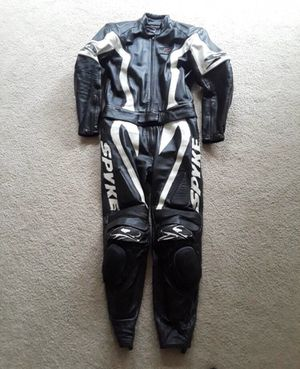 Motorcycle suit (2 piece) for Sale in Indian Head, MD