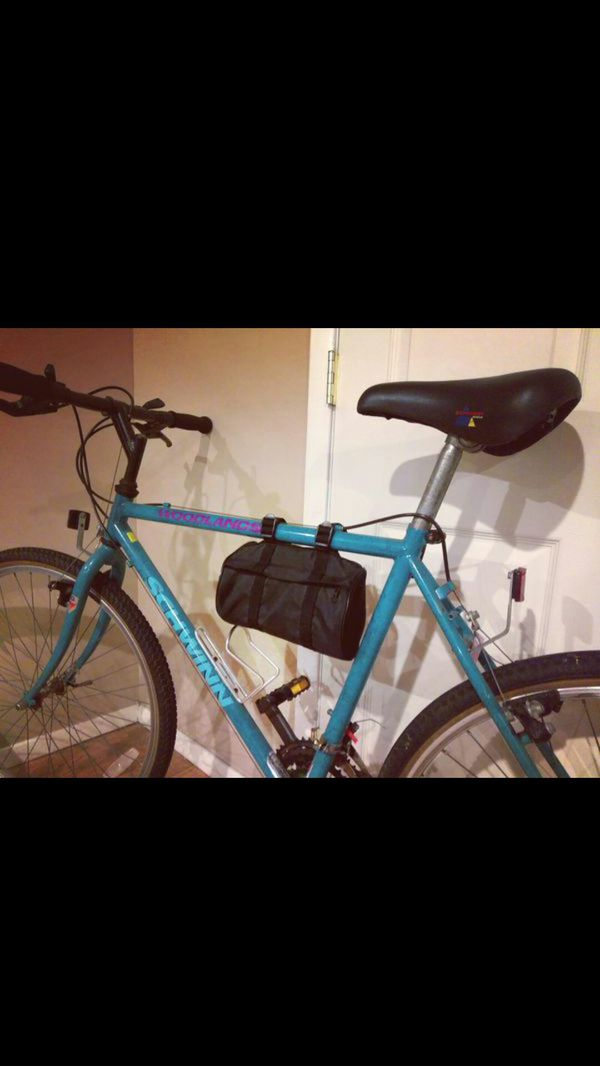 Schwinn Woodlands Classic road bike mens bicycle green purple very nice  condition for Sale in Bellmore, NY - OfferUp