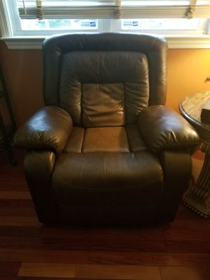 3 piece living room set. for Sale in Springfield, VA