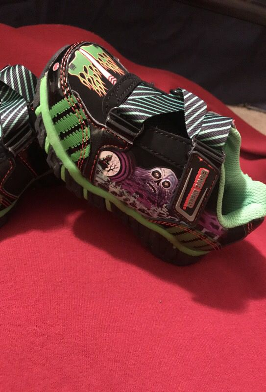Offer Up San Diego >> Brand New MONSTER JAM GRAVE DIGGER little kids SHOES size 8 light up for Sale in San Diego, CA ...