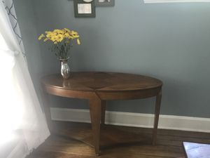 Console/accent table! Perfect condition! for Sale in Lakewood, OH