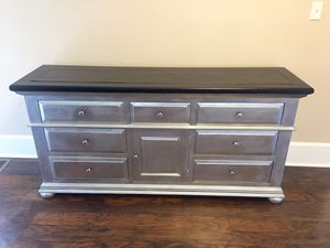 Beautiful silver and black chest with 8 pull out drawers. for Sale in Kissimmee, FL