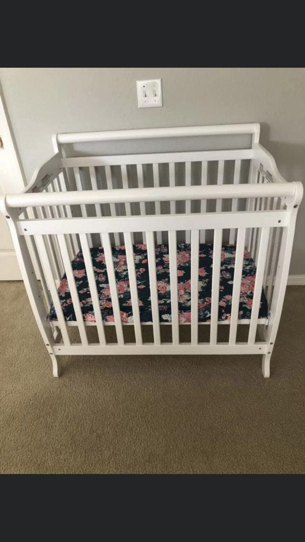 White Mini Crib For Sale In Chuluota, FL