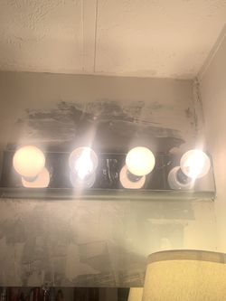 Bathroom light fixture Thumbnail