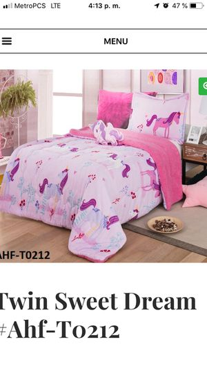 Blankets borrego twin 2 -3 pc for Sale in Stockbridge, GA