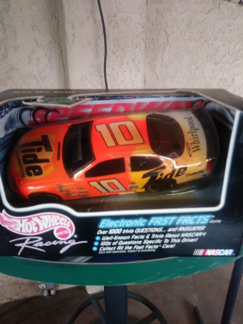 Hot Wheels Nascar #10 Electronic Fast Facts
