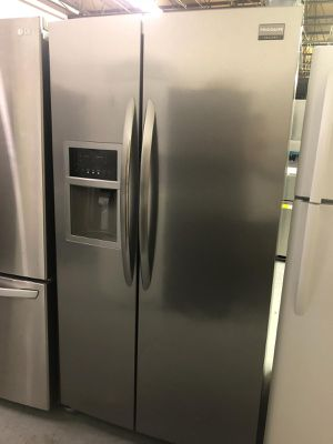 "36"" FRIGIDAIRE SIDE BY SIDE REFRIGERATOR for Sale in Glen Burnie, MD"