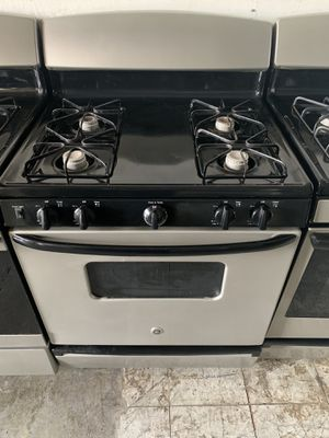 Photo Fully Functional Silver and Black GE GAS STOVE