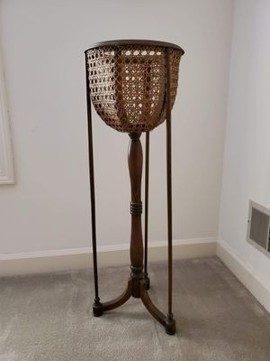 Photo Vintage Wood and wicker plant stand