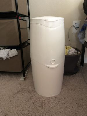 Diaper genie with one refill pack for Sale in Herndon, VA