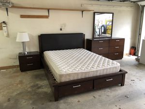 Bedroom Set with bed mattress dresser mirror and lamp for Sale in Vienna, VA