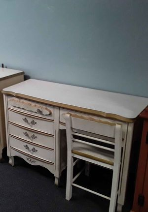 Photo Vintage French provincial desk